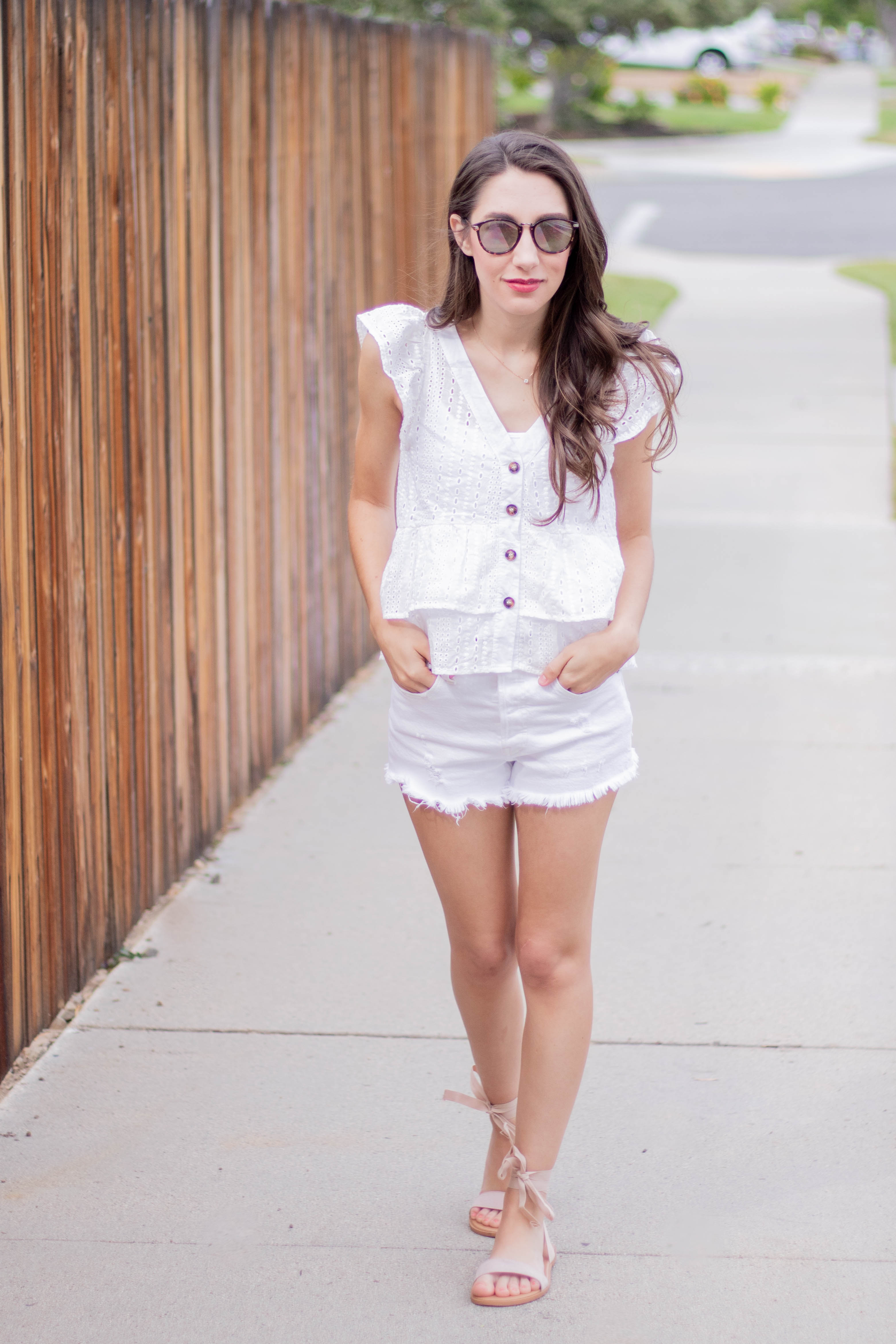 white levi shorts outfit